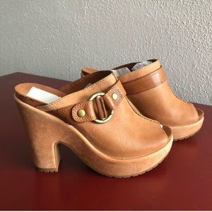 Lucky brand clogs excellent condition